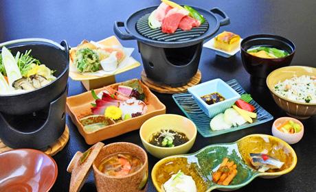 写真:夕食膳(三元豚付コース)